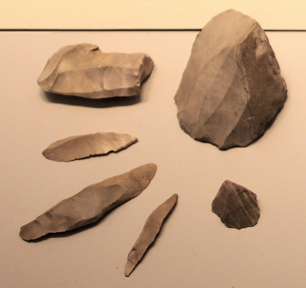 Microlith wikipedia . Arrowhead clipart stone tool