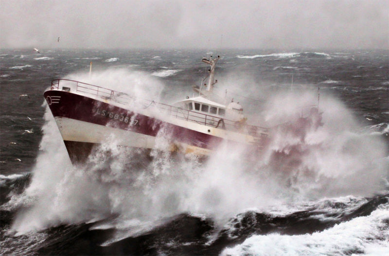 Blizzard clipart ocean storm.  terrifying photos of
