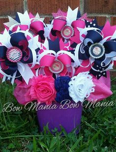 Mickey mouse hand and. Bouquet clipart bow