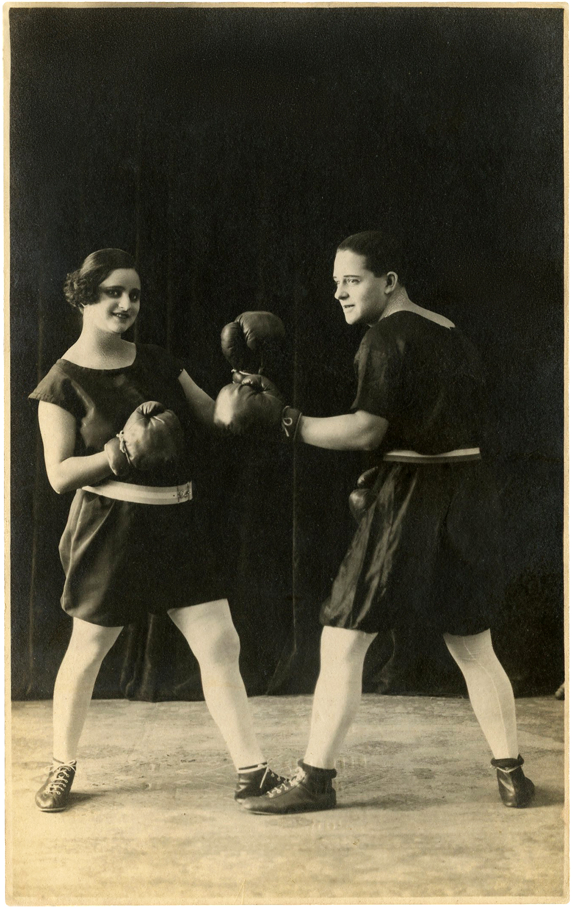 Boxer clipart vintage. Man and woman boxing