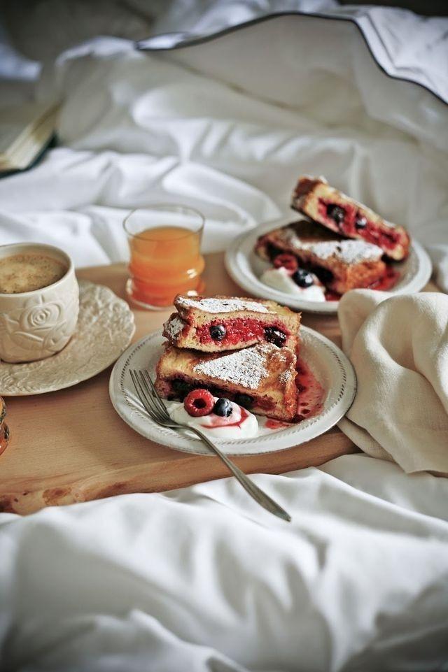 Brunch clipart bed.  best breakfast in