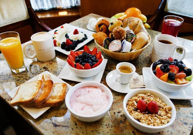 Giraffe new york city. Cereal clipart hotel breakfast