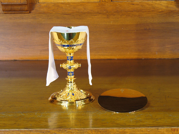 Chalice clipart theocracy. With both hands