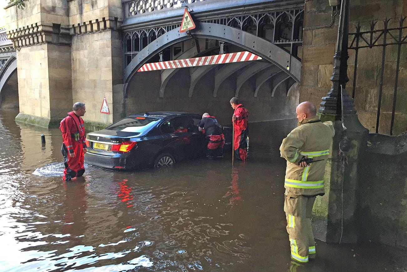 Flood clipart stranded. Car skeldergate oct yorkmix