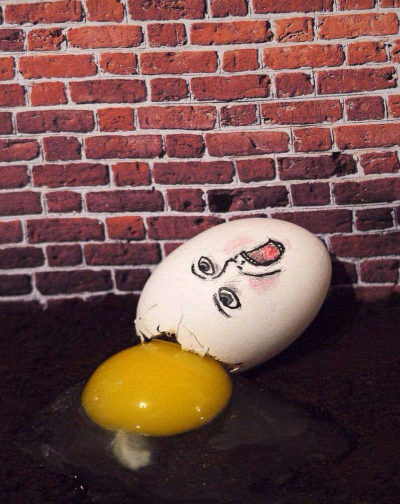 Humpty dumpty clipart broken egg. Drawing on a cracked