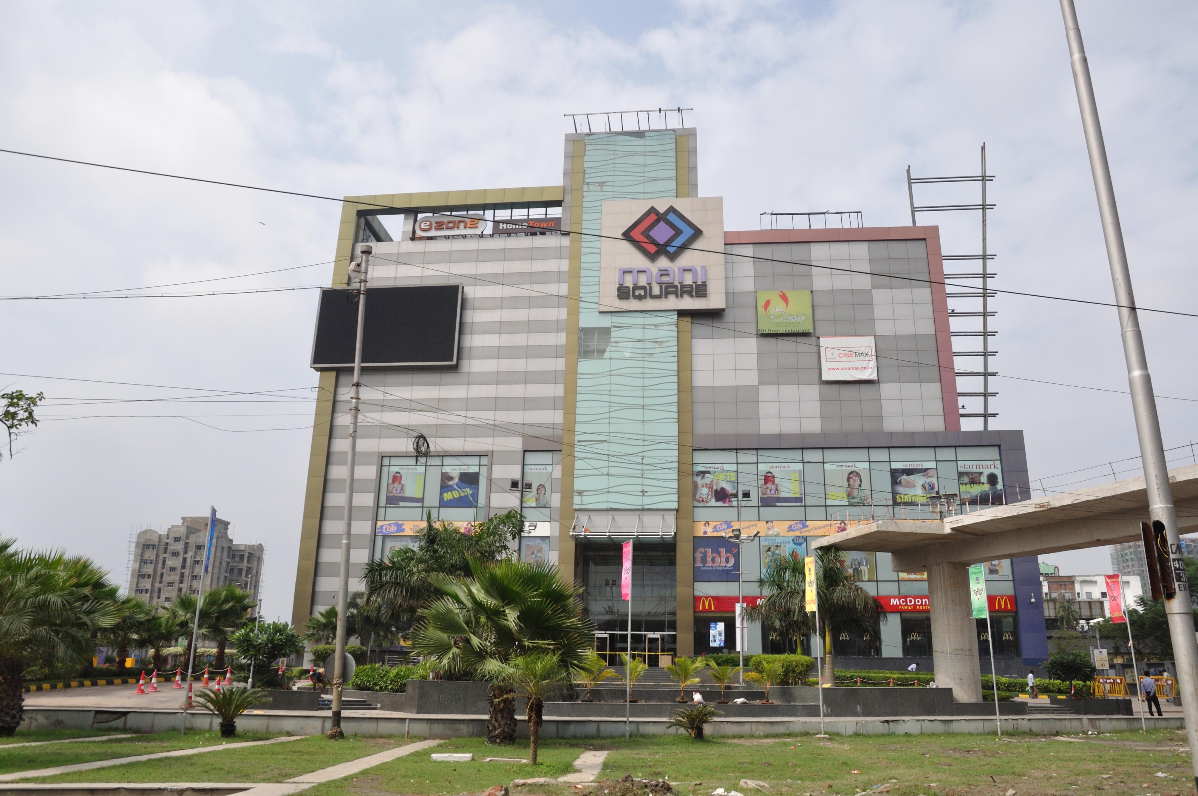 Mall clipart shopping plaza. Mani square wikipedia