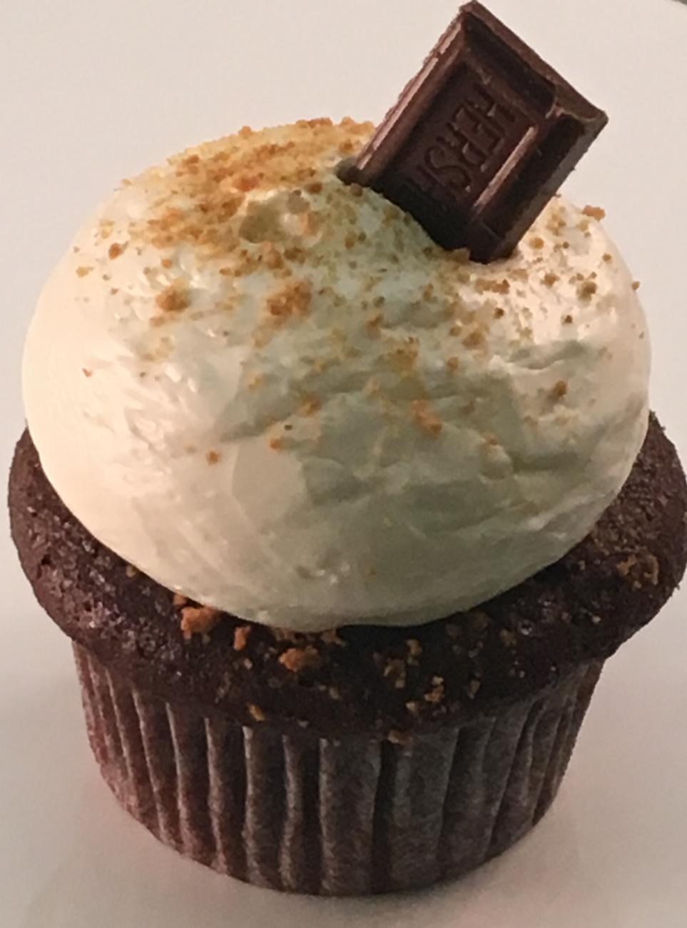 Smores clipart graham cake. S mores wanna cupcake